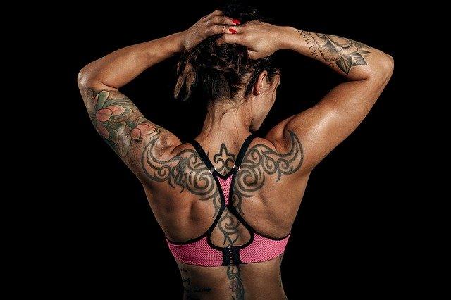 筋肉のある女性